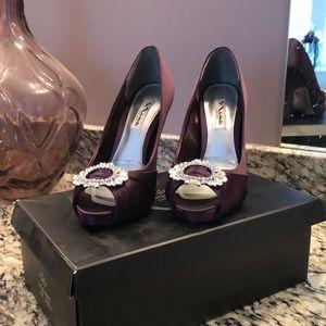 Plum purple heel with dazzling toe emblem